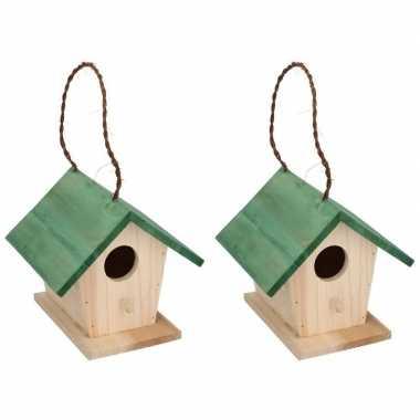 2x houten vogelhuisjes/vogelhuisjes met groen dak 17 cm