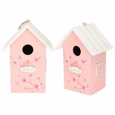 2x vogelhuisje/vogelhuisje hout roze met wit dak 15 x 12 x 22 cm