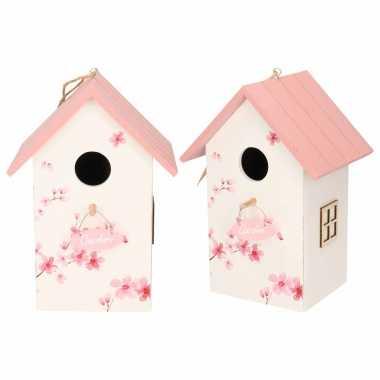 2x vogelhuisje/vogelhuisje hout wit met roze dak 15 x 12 x 22 cm