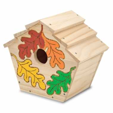 Decoratie vogelhuisje met verf