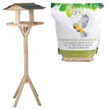 Houten vogel voederhuis op voet 115 cm inclusief vogelvoer 2,5 kilo v