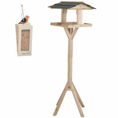 Houten vogel voederhuis op voet 115 cm inclusief vogelvoer vogelhuisj