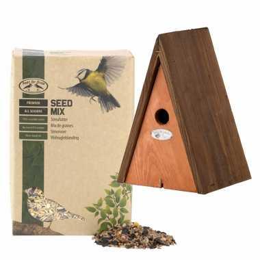 Houten vogelhuisje/vogelhuisje wigwam bruin 27 cm met vogel strooivoer 2,5 kg