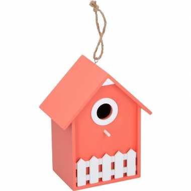 Oranje/wit vogelhuisje/nesthuisje 20 cm met wit piket hekje