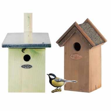 Voordeelset van 2x stuks houten vogelhuisjes/vogelhuisjes groen en houtkleur