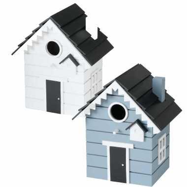 Voordeelset van 2x stuks vogelhuisjes/vogelhuisjes blauw en wit van hout 21 cm